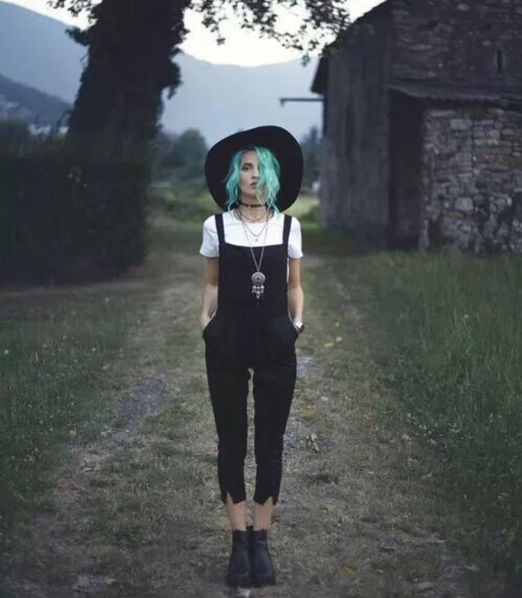awesome autumn outfit, grunge, dark outfit, fedora, black and white, colorful hair // La...