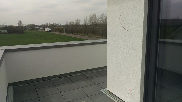 Balkon abgerüstet #KfWEffizienz40Plus #NeubauMusterhaus #OKALHausinLeipzig #Leipzig #Stromspeicher #Photovoltaik #Musterhaus #OKAL #KfW #Haus #bauen #nachhaltig