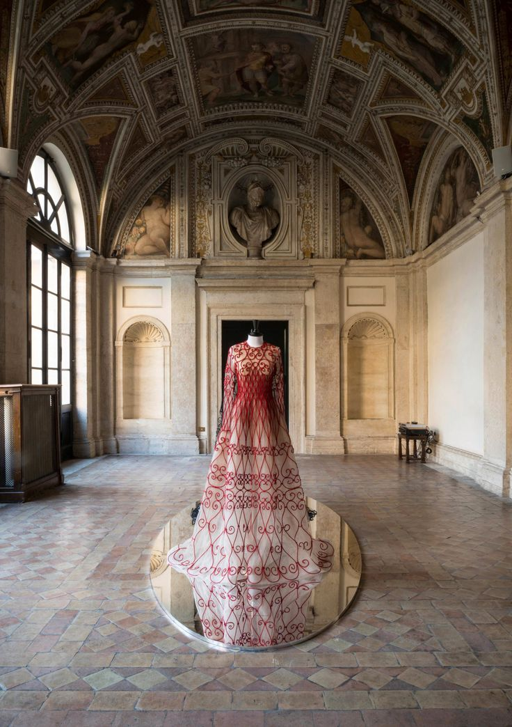 """How Two Perfumers Brought Valentino's """"Mirabilia Romae"""" Exhibition to Life Through Scent"""