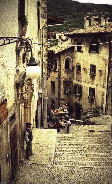 #Scanno #Abruzzo #Italy ...Stairs.. by Kizon.. (b_kzn)