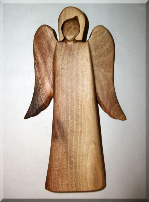 44.00 € www.soly-toys.com Angel statue, walnut wood. 19 cm