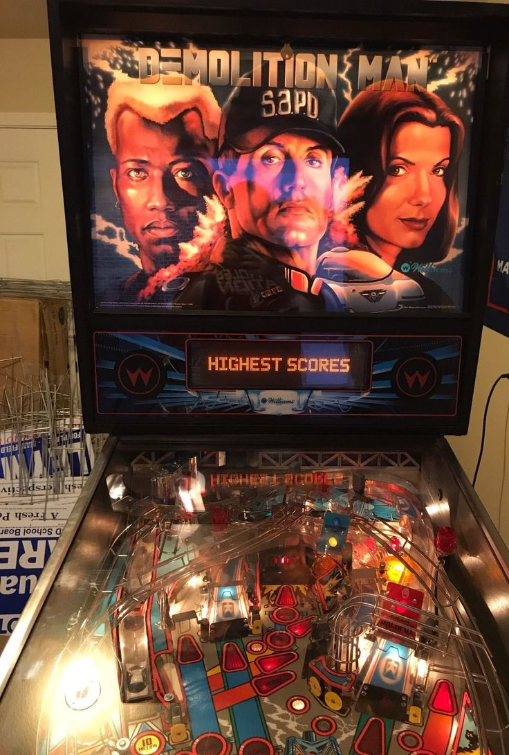 Demolition Man Pinball Machine. Wide Body. Plays Perfect. Beautiful Condition