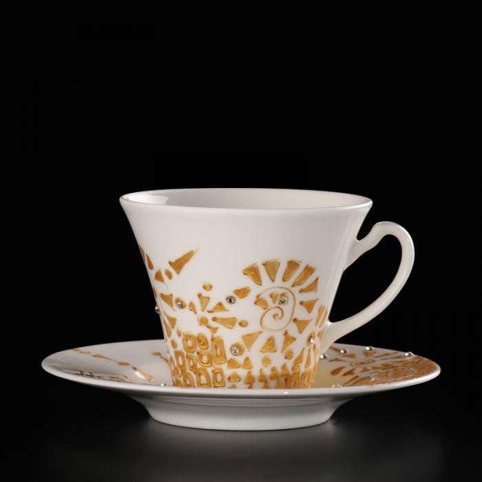 Zestaw dwóch  ręcznie malowanych i dekorowanych  filiżanek. Ta artystyczna porcelana zapakowana jest w dekoracyjne pudełko dzięki czemu nadaje się na prezent.