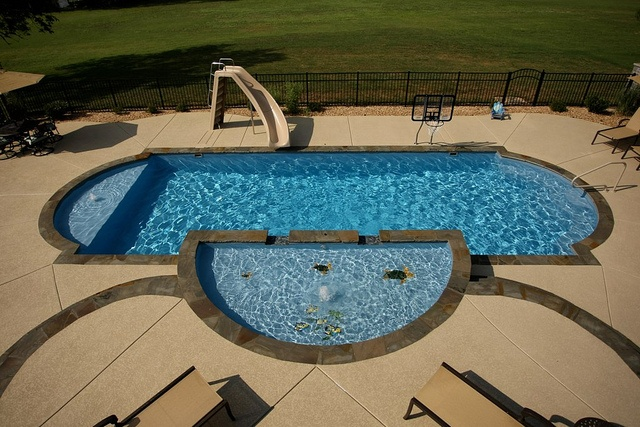69 best images about fiberglass pools on pinterest swim for Pool design with tanning ledge