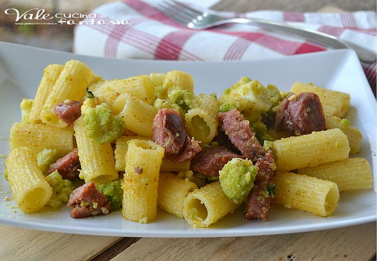Pasta croccante con broccolo romano e salsicce