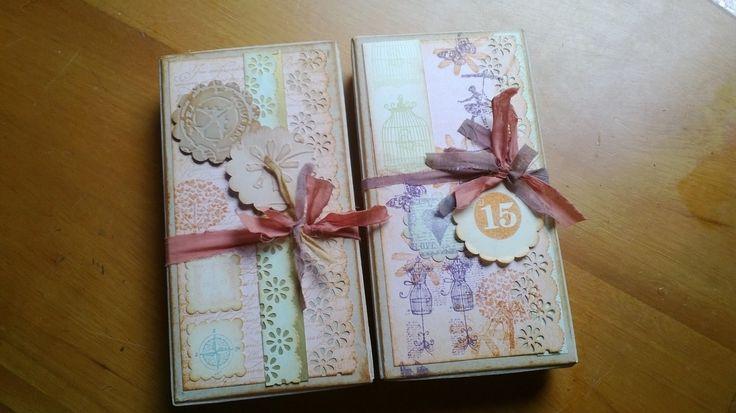 Lluvias de sobre diseñadas en caja decorativa para regalos de quince años.
