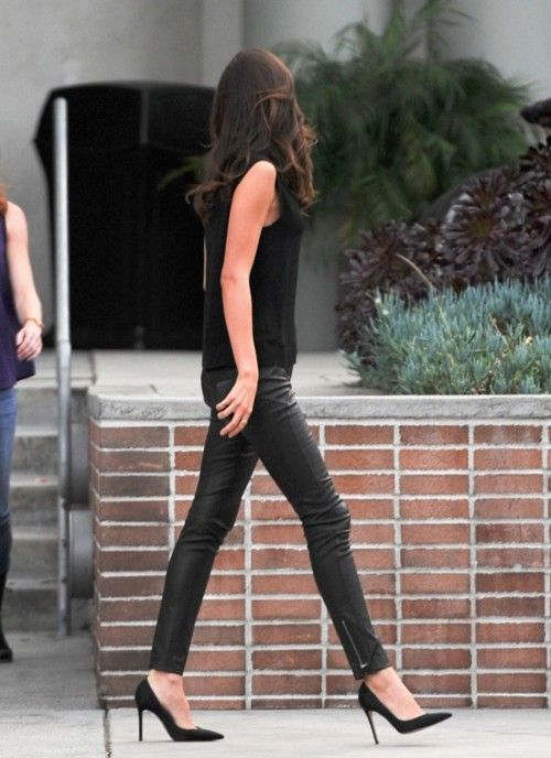 To be as skinny as this: Miranda Kerr, Black Outfits, All Black, Street Style, Allblack, Black Leather Pants, Black Heels, Leather Legs, Skinny Pants