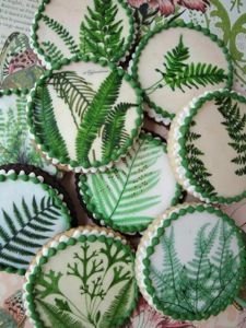 Botanical Fern Cookies from @etsy wedding seller Queen of Tarts Cakes