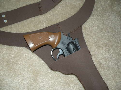 I shall use this tutorial, different materials, and have a rockin' holster for Star Wars night. :)