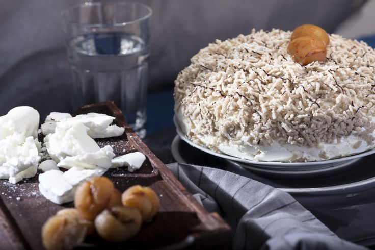 Φωλιά Κάστανο ( Chestnut Nest ), meringue and chestnut puree cake. Afoi Asiamkopouloi, Athens http://asimakopouloi.com/