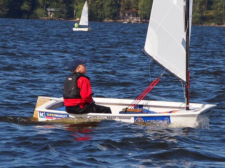 FIN-410 sailing to start win.