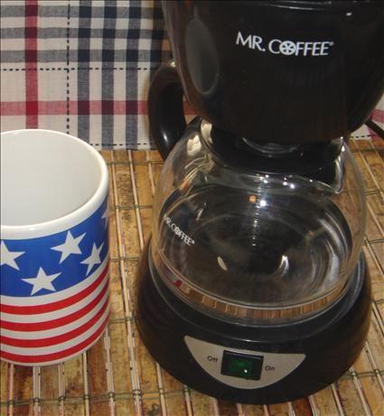 Cleaning Automatic Drip Coffee Maker Vinegar : Best 25+ Clean coffee makers ideas on Pinterest Descale keurig, 2 cup coffee maker and Keurig ...