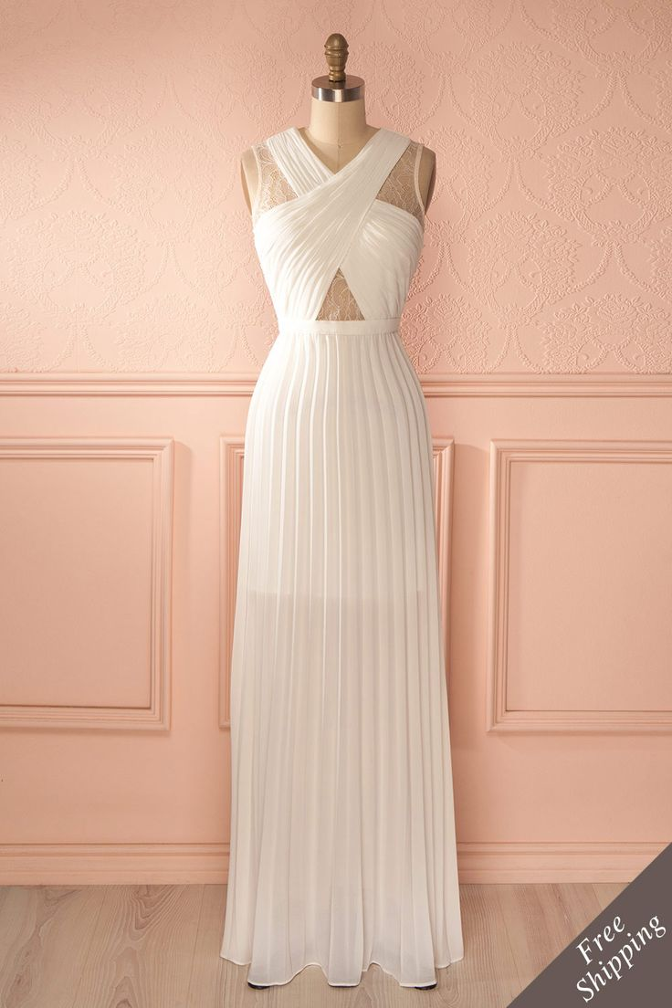 Longue robe découpes dentelle blanche - Long white cut-outs lacy dress