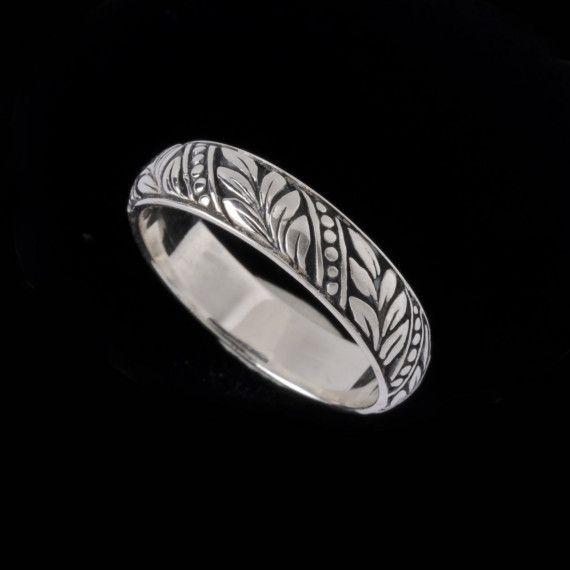 Laurel leaf engraved wedding band