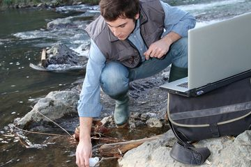 Environmental engineer checks water quality what is environmental engineering?