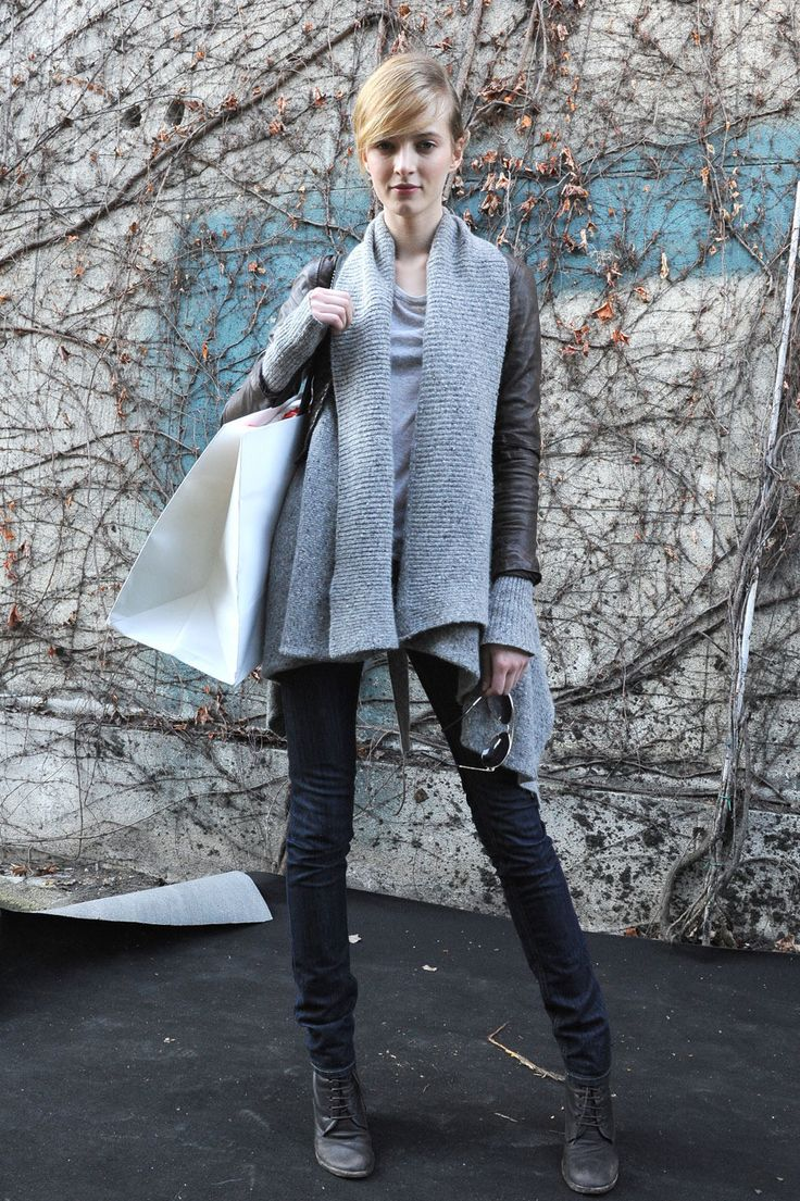 sweater: Leather Jeans, Chunky Sweaters, Ankle Boots, Grey Sweaters, Leather Jackets, Fall Fashion, Leather Coats, Fall Styles, Sweaters Scarfs