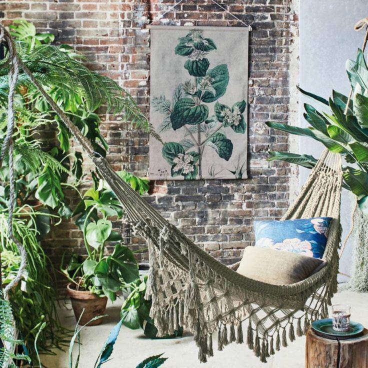 Lekker weg dromen in je hangmat, HK-living weet wat we willen! En dat natuurlijk in stijl. Deze katoenen hangmat is handgemaakt en dat maakt haar extra speciaal