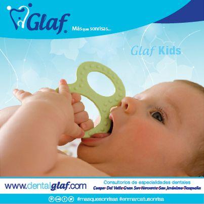 ¿Cómo puedes aliviar las molestias del bebé cuando le salen los dientes? - Mordederas frías. - Alimentos fríos. - Masaje de encías. - Medicamento recomendado por el pediatra. - Acompáñalo y confórtalo.  #GlafKids #dentista #df