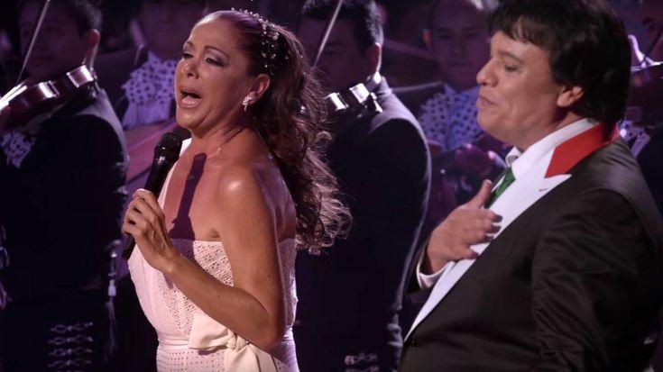 Foto: Isabel Pantoja con Juan Gabriel (Youtube)