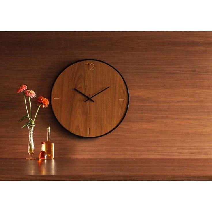 Ρολόγια τοίχου ξύλινα της εταιρείας xline. wall clock natural walnut 125€