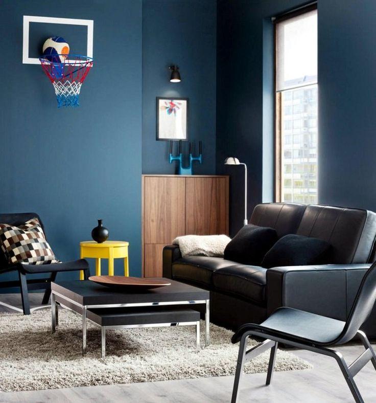 peinture bleu ardoise dans le salon avec table d'appoint jaune canari et panier de basketball