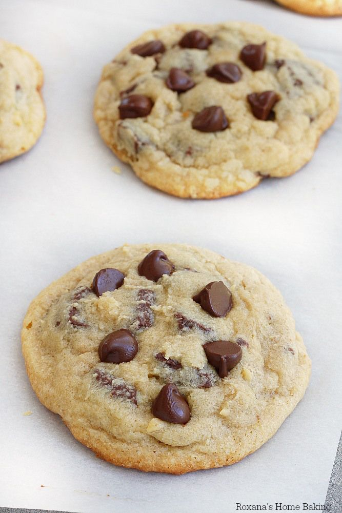 The best chocolate chip cookies recipe from Roxanashomebaking.com