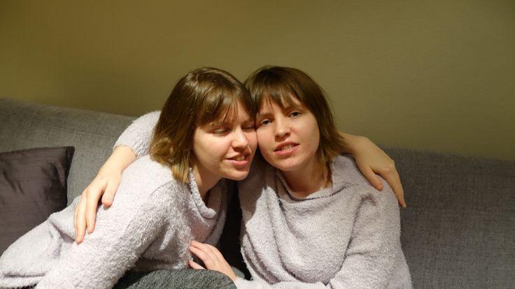 Mammaen til disse tvillingene med autisme slipper å kjempe. Familien har hatt samme saksbehandler i nesten 20 år og  de får god hjelp av samordningsenheten.