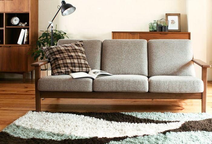 木材は2種類、カバーの布地は31種類もの中から組み合わせることができるので、きっとあなたのお部屋にぴったりのソファをオーダーすることができますよ。