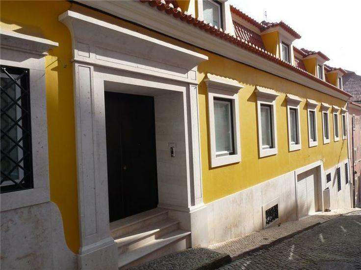 http://www.sothebysrealtypt.com/imoveis/moradia-8-quartos-lisboa-santos_pt_2049