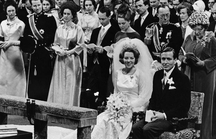 La reina Fabiola siendo testigo de la boda de la princesa Beatriz (futura reina de Holanda) y el príncipe Claus. Padres del actual soberano holandés, Guillermo Alejandro © Gtresonline