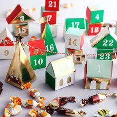 クリスマスまでに作りたい!100均材料でも作れるアドベントカレンダーアイディアをご紹介します。アドベントカレンダー(Advent Calendar)とは、ドイツ発祥のクリスマスまでの日数を数えるために使用されるカレンダー。「アドベントカレンダー」でさらに楽しいクリスマスを! (4ページ目)