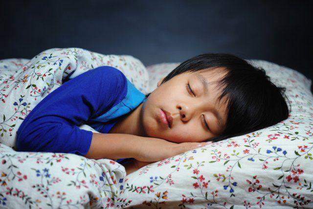 Une étude américaine montre que le fait d'avancer l'heure de coucher des enfants peut les aider à ne pas prendre trop de poids.