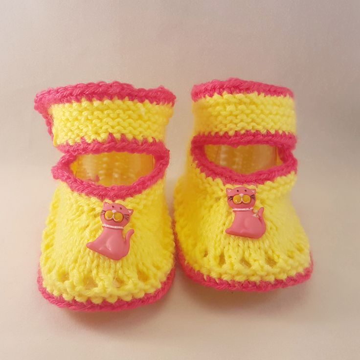 Our Knitted baby booties keep your baby's little feet warm and comfy. They're knitted from soft wool that doesn't irritate your baby's skin. Material: Acrylic Machine Wash+ dry Baby Booties Age UK US