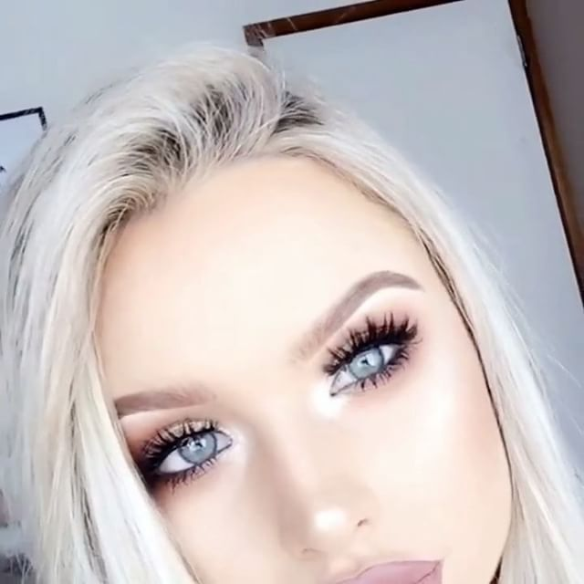 The @socialeyeslash Silver Series has just launched! These Vegan lashes are made from synthetic and human hair but are crafted to have the appearance of mink lashes whilst being totally cruelty free!   I'm wearing my favourite style from the collection called 'Seductress' - click the link in my bio to check them out!   #socialeyeslashes #silverseries #SESeductressLash