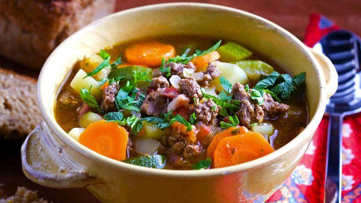 Deilig, fersk kjøttsuppe med løksaus. Det klassiske er å bruke stykker av…