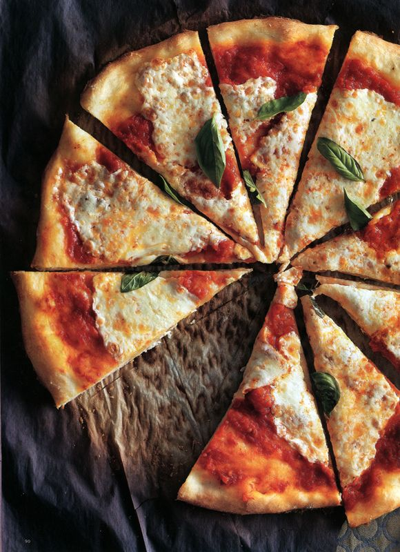 classic pizza. Romulo Yanes food photography