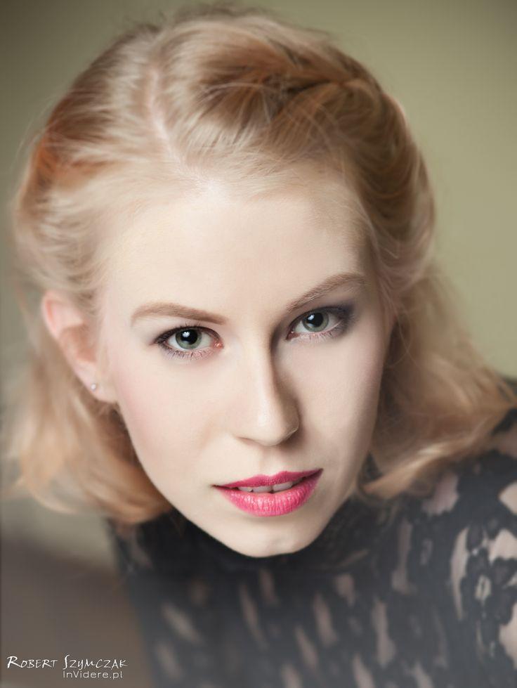 Fotograf: Robert Szymczak  Modelka: Kamila Michalczyk MUA, włosy i stylizacja: Marta Lityńska  Polub mnie na Facebooku: https://www.facebook.com/MartaLitynskaMSB  A to mój Instagram: https://instagram.com/martasarablanka