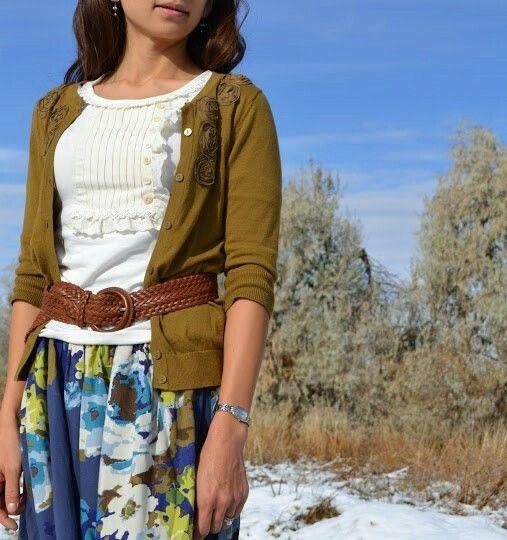 Женская летняя одежда, белая майка, юбка макси с цветочным принтом, кофточка, ремень