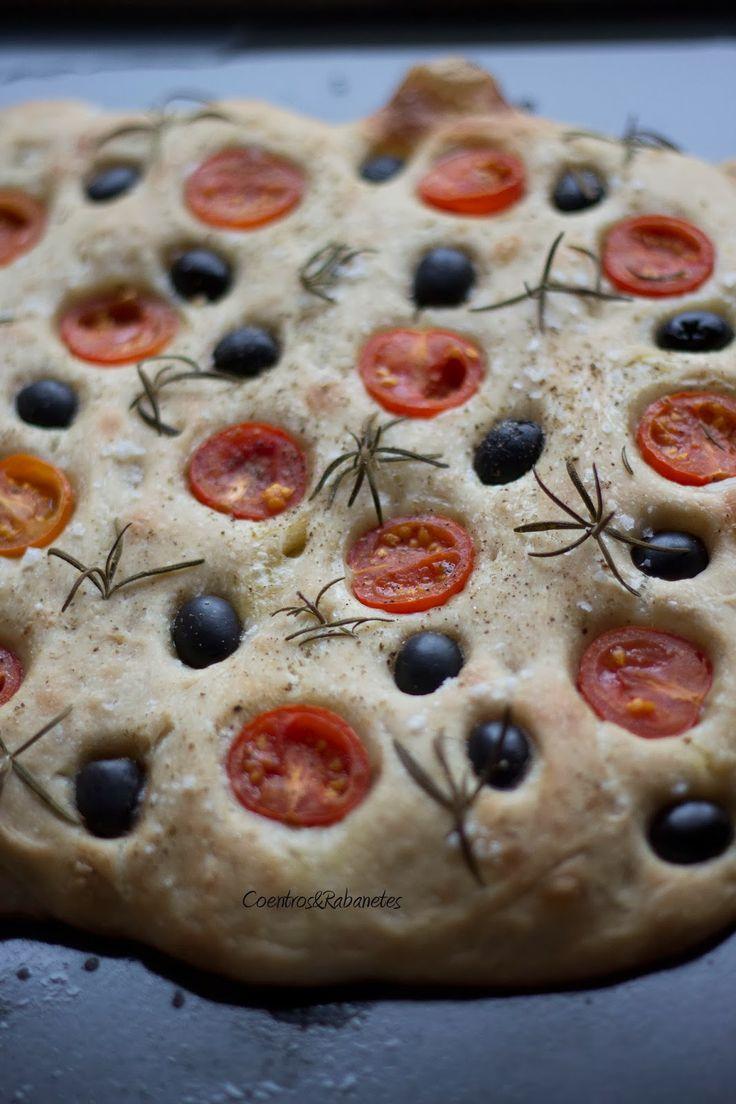 Coentros & Rabanetes: Focaccia de tomate-cereja, azeitonas e alecrim | Cherry-tomato, olive and rosemary focaccia