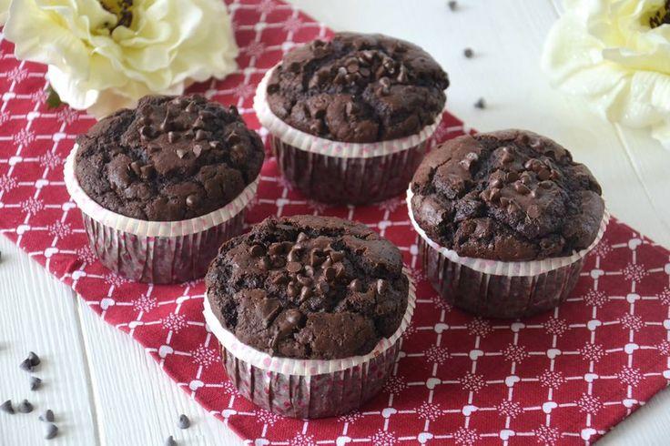 I muffins sono dei tipici e soffici dolcetti inglesi, sono morbidi e facili da preparare, possono essere preparati in svariati gusti, ma una delle versioni più famose