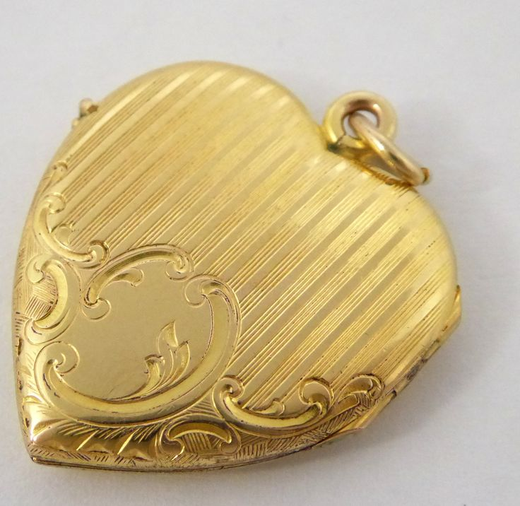 Vintage Gold Gilt Heart Photo Locket Pendant - The Collectors Bag