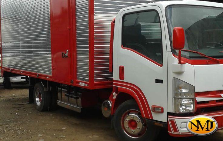 Los furgones que se encuentran en el mercado actual, utilizan métodos de construcción tradicionales, sufren daños en su carrocería debido a su revestimiento delgado, sujeciones poco fiables que se mueven y corrociones en la armadura.  http://www.carroceriasyfurgonesnmj.com/venta-mantenimiento-y-financiacion-de-carrocerias-para-camiones-furgones-en-aluminio-en-bogota-colombia