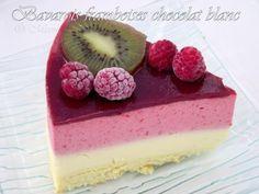BAVAROIS CHOCOLAT BLANC / FRAMBOISES (Pour 12 P - cercle de 24 / 26 cm (GENOISE : 4 oeufs, 90 g de sucre, 100 g de farine, sel) (MOUSSE AU CHOCOLAT BLANC : 180 g de chocolat blanc, 40 g de sucre, 20 cl de crème, 3 jaunes d'oeufs, 6 g de gélatine, 20 cl de lait) (MOUSSE AUX FRAMBOISES : 400 g de framboises, 100 g de sucre, 1/2 jus de citron, 8 g de gélatine, 40 cl de crème) (GLACAGE : 15 cl de coulis de framboises, 2 g de gélatine)
