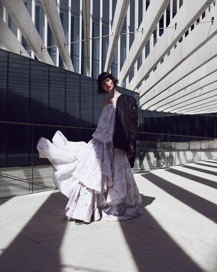 We love when fashion and architecture (two of our inspirations) fuse together, like this graphic urban editorial for Schön Magazine. Featuring Justine Guneau, photographed by Andreas Ortner and styled by Sayuri Bloom, it's this week's cool inspiration for us.