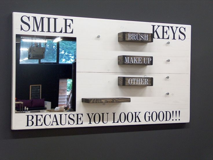 Wanddecoratiebord wit ''BECAUSE YOU LOOK GOOD!!!'' L135xH78cm...