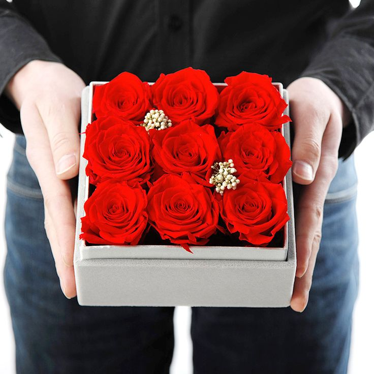 1000 ideas about flowers in a box on pinterest flower for Decoration vitrine saint valentin