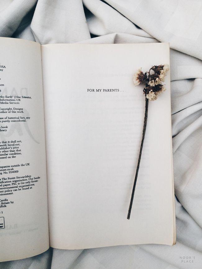 bookstagram, books photography, tumblr white aesthetics, reading, book bloggers idea inspiration