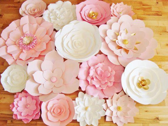 Une rose, blanc et or accentué papier fleur de toile de fond est parfait pour un mariage ou l'événement (douche nuptiale, shower de bébé, anniversaire etc.), la décoration, ou comme un accent de mur pour votre pépinière de bébé. Le mélange de roses offre grande dimension et est parfait pour correspondre à un événement sur le thème rose ou une pièce de votre maison. Avec des petites touches d'or, qui ajoute que peu d'élégance. Fleurs viennent complété (aucun assemblage requis). Offre 15…