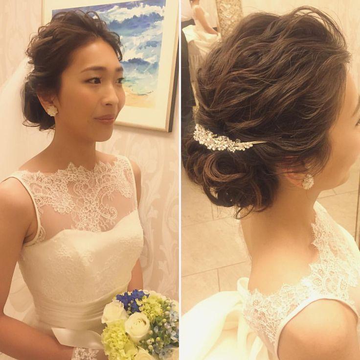 挙式スタイルにウェーブのシニヨン 前髪はオールバック、ヘッドアクセはバックカチューシャにして、正面から見た時にスッキリまとまった潔いコーディネートにしました それぞれ素敵なアイテムなので足し過ぎなくても十分際立ちます! #hawaii#hairmake#hairarrange#makeup#weddinghair#hawaiihairmake#weddingphoto#photoshooting#TerraceByTheSea#TheTerraceByTheSea#53ByTheSea#TAKAMIBRIDAL#テラスバイザシー#タカミブライダル#ハワイウェディング#ハワイヘアメイク#ウェディングヘア#ヘアメイク#ヘアスタイル#ヘアセット#ヘアアレンジ#花嫁#プレ花嫁#オシャレ花嫁#ウェディング#美容師 #バックカチューシャ#波ウェーブ