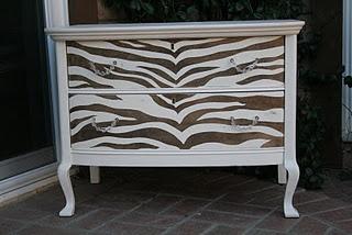 How to paint zebra stripes!  Ca-ute!
